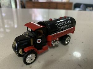 Matchbox Collectibles. YYM38044 Texaco 1920 MACK AC Tanker. Red and Black.