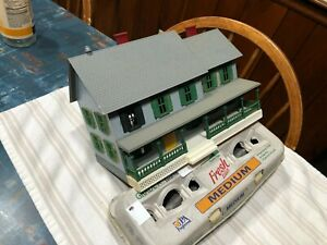 MTH RailKing 2-story O-gauge Country House, used, no box
