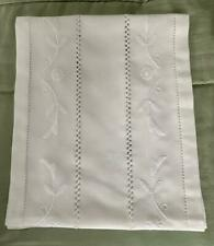 WHITE COTTON TABLE RUNNER