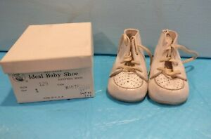 Vintage Buster Brown Leather baby Shoes  Box Used