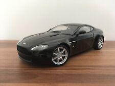 1:18 Autoart Ultra RAR Aston Martin V8 Vantage Coupé Schwarz Top Zustand Ansehen