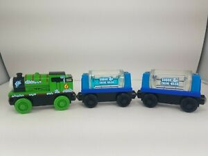 2003 Thomas & Friends Wooden Railway Sudsy Percy with 2 Engine Wash Tanker Cars