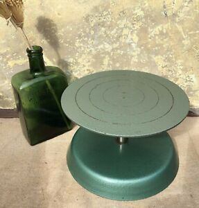 VINTAGE MID CENTURY INDUSTRIAL STYLE GREEN METAL SCULPTURES STAND~DISPLAY STAND