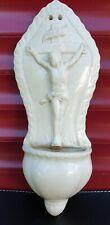 """Ancien Benitier En Porcelaine Opaque De Sarreguemines """"le christ en croix""""."""