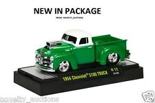 M68 81161 12  M2 GROUND POUNDERS 1954 CHEVY CHEVROLET 3100 TRUCK GREEN 1:64