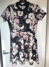 Ladies Dorothy Perkins Black Floral Patterned Short Sleeved Dress. Size 16