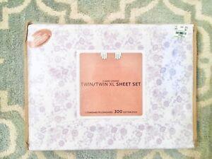 NIB Twin XL Sheet Set 300 Thread Count Purple White Floral, 2 Pillowcases Dorm