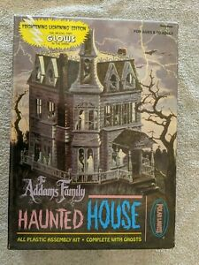 Lot 727 - The Addams Family House, Glow in the Dark Edition - Polar Lights