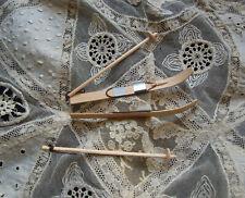 paire de skis en bois pour poupée ancienne