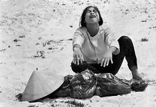 Vietnam War South Vietnamese Womans Anguish Burying Her Child 8.5x11 Photo