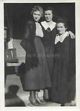 ANTIQUE Found PHOTOGRAPH bw FREE SHIPPING Original WOMEN Snapshot VINTAGE 05 6 C