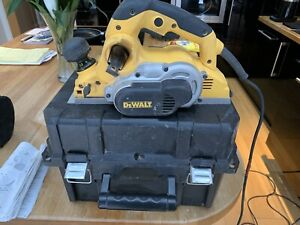 DEWALT D26500K 110V PLANER