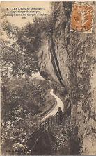 les Eyzies capitale préhistorique  passage dans les  gorges d'enfer dordogne 24
