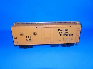 Lionel #8-87100 G Scale UNION PACIFIC (PFE) Reefer Car.