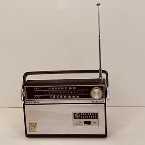 Vintage General Electric Solid State AM FM Portable Radio GE Black Not Working