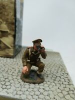 KING AND COUNTRY FOB024 FOB24 KNEELING BRITISH OFFICER W BINOS  -  1:30 SCALE