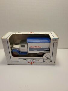 ERTL TRUE VALUE 10TH ANNIVERSARY 1931 DELIVERY LOCKING COIN BANK #9501