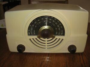 ZENITH 7H820 AM FM Ivory table radio nice restor elec AM player
