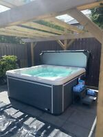 "BRAND NEW LUXURY HOT TUB ""THE LUNA""  SPA WHIRLPOOL 5 SEAT RRP £8999 5  PERSON"