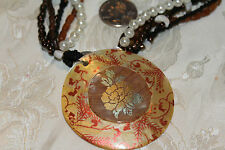 VTG MOP PAINTED GOLD FLOWER DESIGN PENDANT/MULI-STRAND BEAD/SELL NECKLACE PRETTY