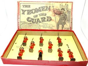 BRITAINS PRE-WAR SET 1257 YEOMEN OF THE GUARD FROM 1932 - RARE WITH BOX