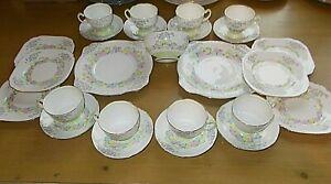 25 PIECE SALISBURY TEA SET> 2 CAKE PLATES 8 CUPS 8 SAUCERS 6 TEA PLATES 1 BOWL