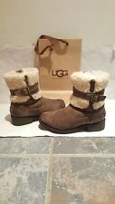Original ugg uggs leather boots size 5 or eu 38 in a brown colour.