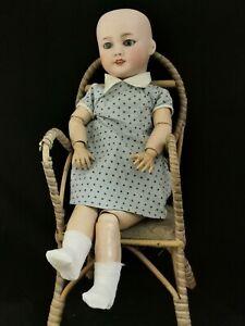Petite poupée biscuit SFBJ 301 taille 3  35cm porcelaine ancienne
