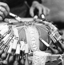 LE PUY EN VELAY c. 1950 - Dentelle aux Fuseaux - Négatif 6 x 6 - N6 ARA51
