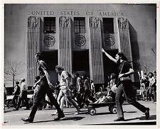 1972, Tony Spina, anti-VIETNAM war march, DETROIT, usa, ORIGINAL press photo!