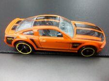 HOT WHEELS MATTEL DIECAST FORD MUSTANG GT 2005 ORANGE BLACK STRIPES