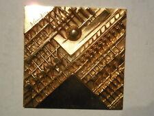 placchetta medaglia quadrata scultura Arnaldo Pomodoro dorata