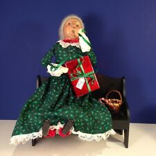 Byers Choice Carolers MRS. CLAUS ON BENCH WRAPPING GIFT FOR SANTA
