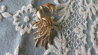 Vintage AVON Brushed gold PEACOCK Brooch/Pin