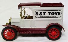 Ertl Replica Ford 1913 Model T Van S&F Toys Independence, Iowa
