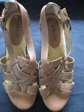 Softspots Womens Light Brown Leather Sandals Wedge Shoes 7316600 size 9.5 W NEW