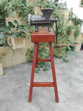 Antigua Maquina de picar carne ELMA 32 con soporte caballete de madera Años 60.