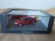 Preciosa miniatura UH 1:43 original Renault Laguna II V6 24V. Universal Hobbies.