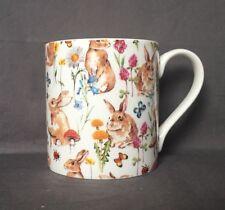 Bone China Lapin Jardin Chintz Motif Mug main décoré au Pays de Galles