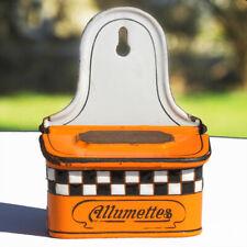 Ancienne boîte d'allumettes en tôle émaillée orange à damiers signée B.B.