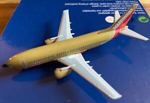 1:400 Southwest Airlines Boeing 737-300 N303SW *First Livery*