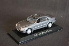 Maisto Mercedes-Benz S-Klasse (W220) 1:43 Dark Grey (JS) DV