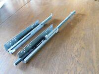 Häfele  Teilauszug TAF25 Tragkraft bis 25 kg Stahl Steckzapfenmo-Unterflurführun