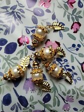 NEW 10 x Ivory bead with gold leaves hanging. Very unique pearls!