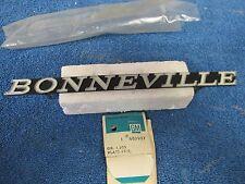 1971 PONTIAC BONNEVILLE GRILL EMBLEM NOS GM 315