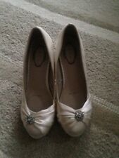 Debut ivory satin court shoes size 4