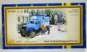 First Gear 19-3837 Mack B Model Refrigerated Truck Diecast 1:34 Scale