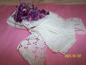 Dentelle ancienne. Jolie broderie anglaise blanche. 6,70m. Superbe !  N°35