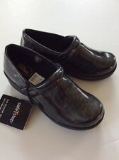SafeTstep Women's Nursing Shoes GRETCHEN Clogs Comfort Slip Resistant NEW 5 1/2