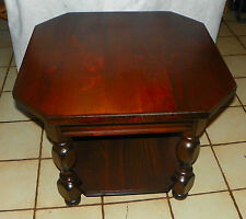 Mid Century Mersman Pine End Table / Side Table  (T627)